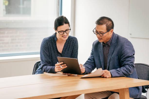 Treffen mit Rechtsanwalt und Finanzberater – Foto
