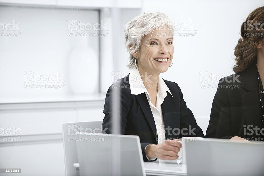 成熟したビジネス女性のミーティング ストックフォト
