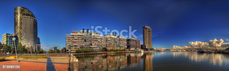 824736840 istock photo Melbourne Docklands 915593134