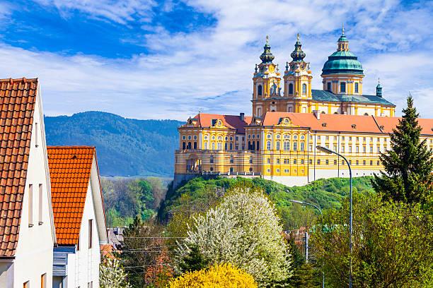 melk abbey -  austria, popular touristic attraction - schönste reiseziele der welt stock-fotos und bilder