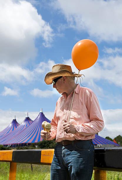 schmelzen - eis ballons stock-fotos und bilder