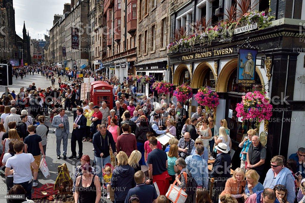 Members of the public on the historic Royal Mile, Edinburgh stock photo