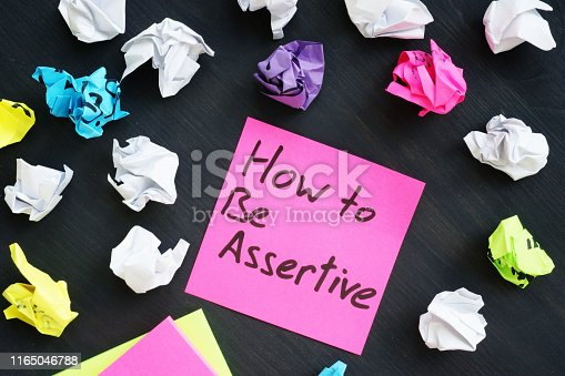 Memo stick with sign How to be Assertive.