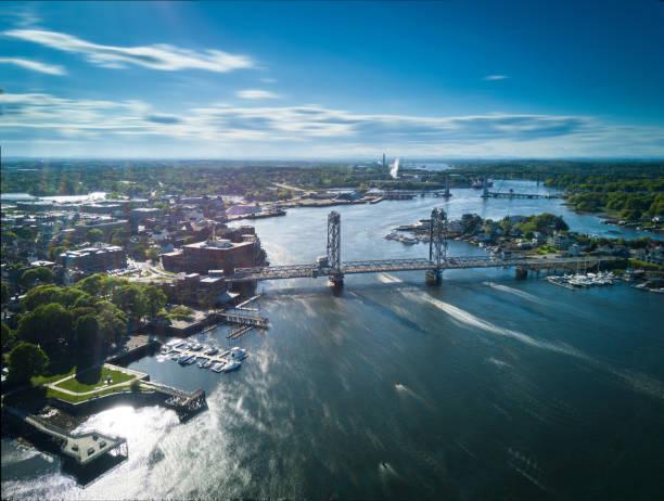 memorial bridge, portsmouth, new hampshire - drone shipyard night imagens e fotografias de stock