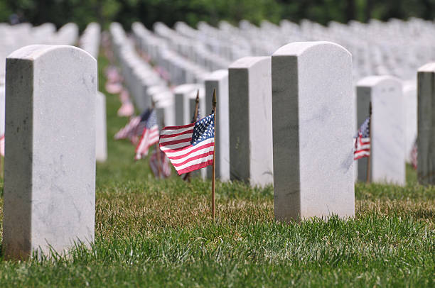 memorial day at arlington cemetery - arlington national cemetery stock pictures, royalty-free photos & images