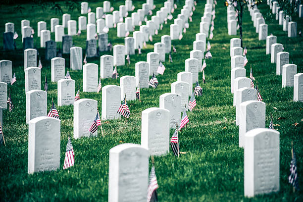 memorial day in arlington national cementery - arlington national cemetery stock pictures, royalty-free photos & images