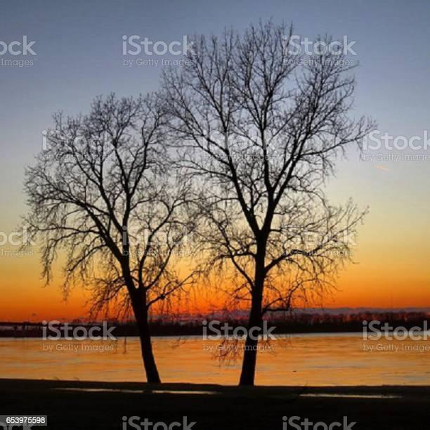 Sun sets over Mississippi River