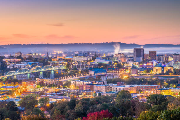 Memphis, Tennessee, USA Skyline Memphis, Tennessee, USA downtown city skyline at dusk. tennessee stock pictures, royalty-free photos & images