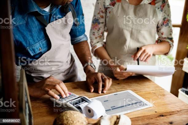 Men Checking Stock Of Pastry In Bakery Shop - zdjęcia stockowe i więcej obrazów Bajgiel