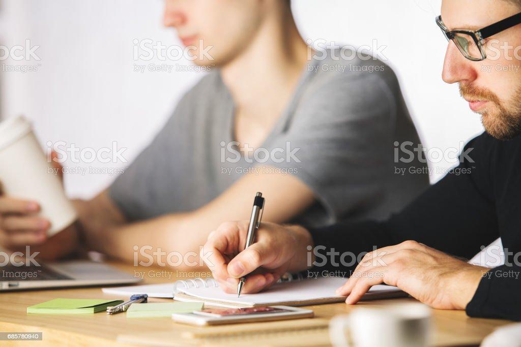 Men doing paperwork photo libre de droits
