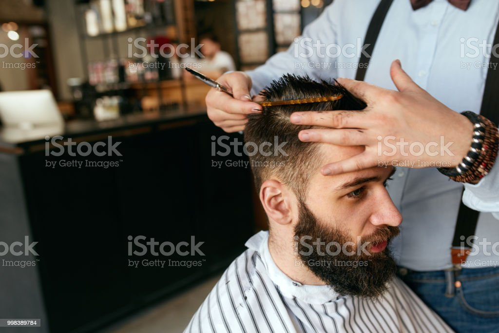 Manner Haarschnitt Friseur Haare Schneiden Mann Im Barber Shop