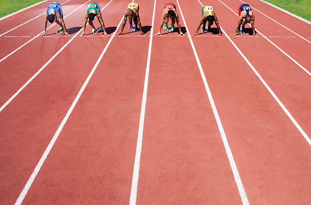Men in a start block on an athletic track  track starting block stock pictures, royalty-free photos & images