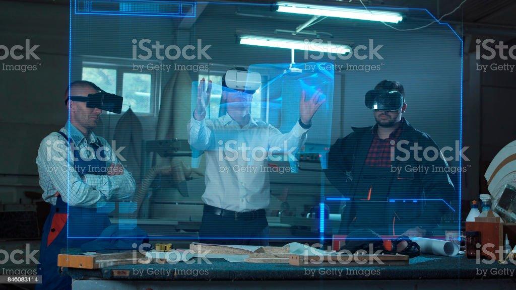 Männer in VR-Headsets in Tischlerei – Foto