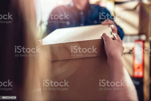 Men receiving package from courier picture id960034628?b=1&k=6&m=960034628&s=612x612&h=reecjtypyvbfpwze0o2crcxwn1uscik0 abs1cz0wbm=