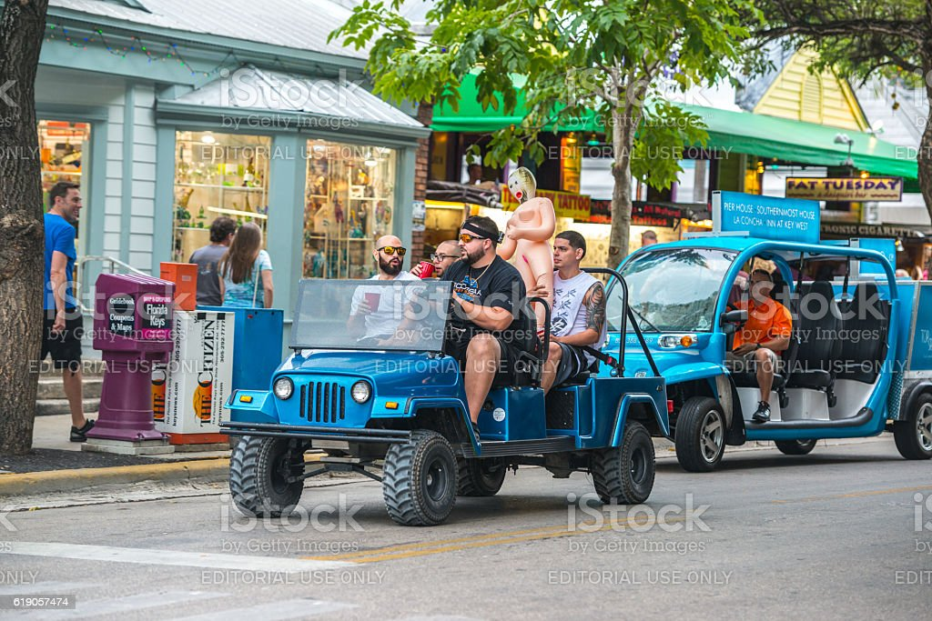 Men with sex doll driving on Duval Street, Key West – Foto