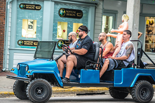 Men with sex doll driving on Duval Street, Key West - foto stock