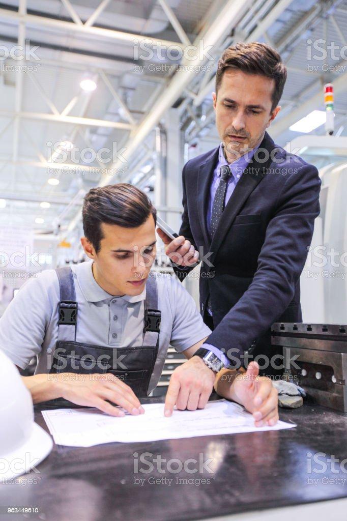 Men working with documents at plant - Zbiór zdjęć royalty-free (Biznes)