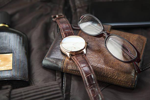men's accessories  on leather - leder portemonnaie herren stock-fotos und bilder