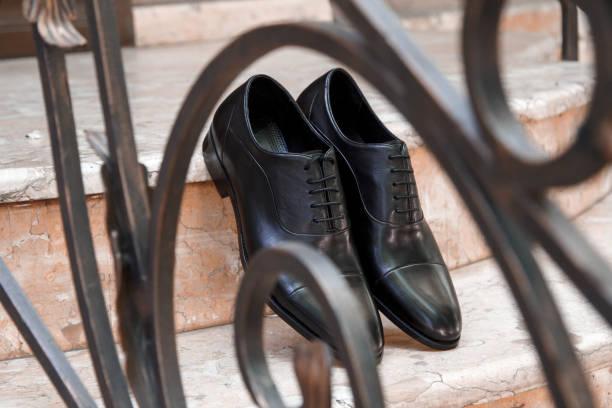 für herren, schwarzes leder kleid, schuhe - modedetails stock-fotos und bilder