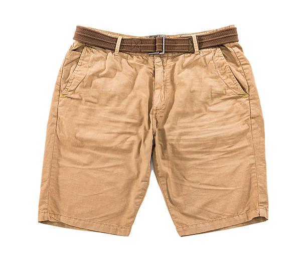 Men's brown Runzlig shorts mit Gürtel, isoliert auf weißem Hintergrund – Foto