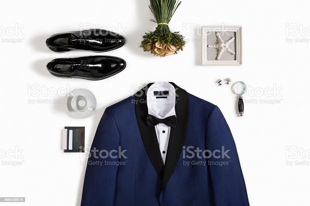 Herrenmode mit persönlichen Accessoires isoliert auf weißem Hintergrund – Foto