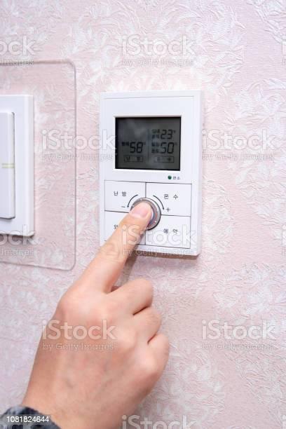 Mens hands setting the heating temperature picture id1081824644?b=1&k=6&m=1081824644&s=612x612&h=w5mn6hi6v7nx3fcwxzhrfmrqx5h185dttd75ioxgqlm=