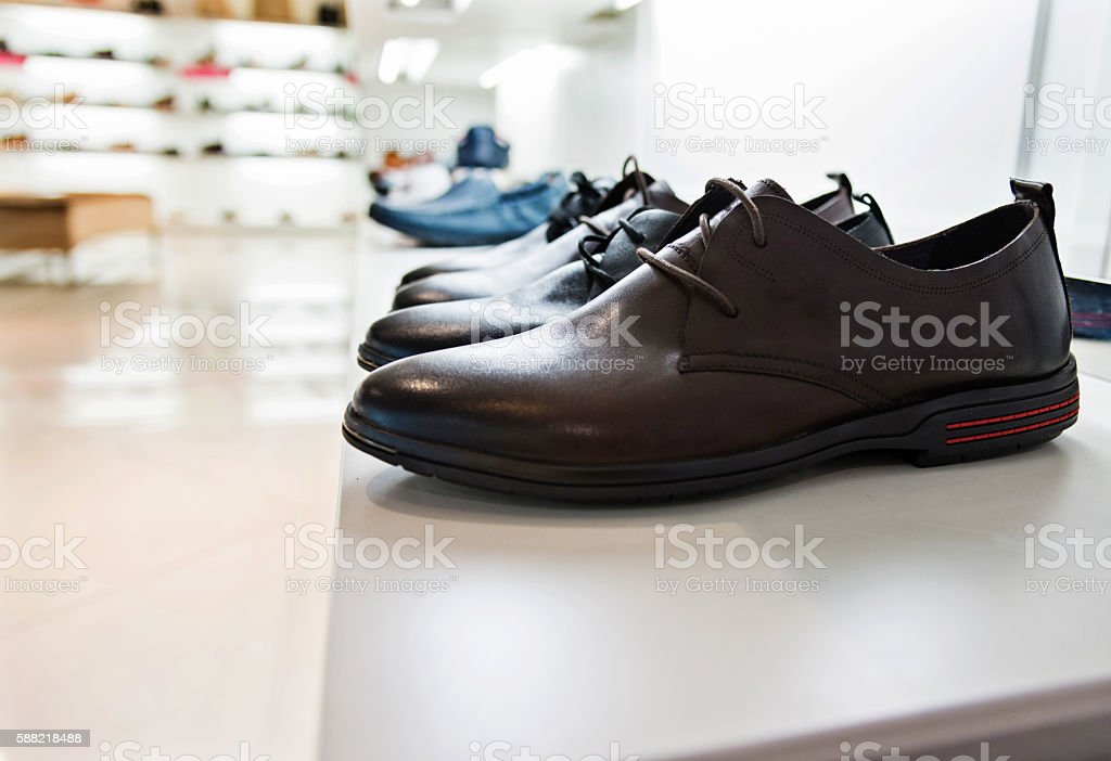 Mens Shoes On Sale Displayed In A Store Stockfoto und mehr