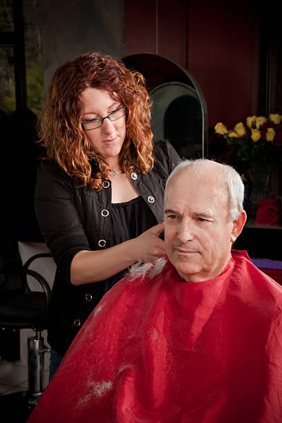 men's short haarschnitt - glatze schneiden stock-fotos und bilder