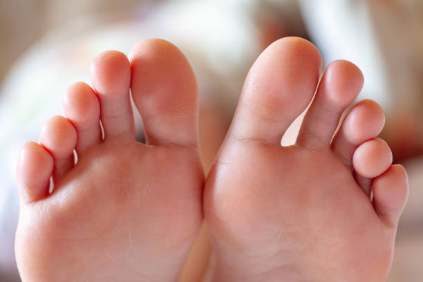 Men's toes, healthy toe nails young girl's toes are healthy and beautiful. Well-groomed toes. Concept for medical articles and ointments - the image of the toes and feet. Image of legs with space for inscriptions and advertising. pedicure manicure men beauty spa stock pictures, royalty-free photos & images