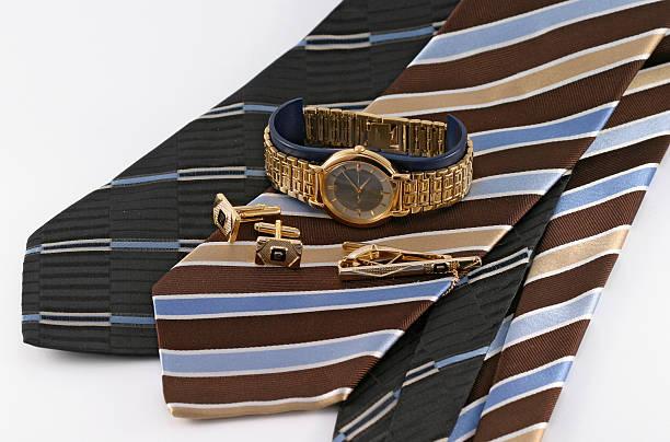 männer tragen s - krawattennadel stock-fotos und bilder