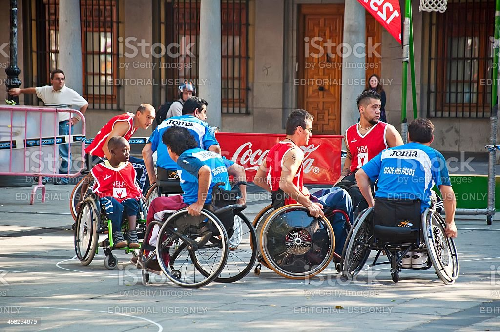 Acción de básquetbol masculino de ruedas - foto de stock