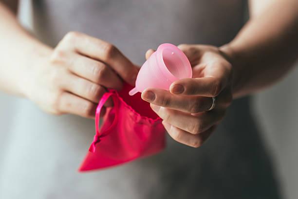 coppa mestruale - coppa mestruale foto e immagini stock