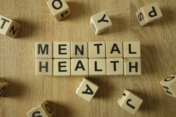 psychische gesundheit text aus holzklötzen - psychisches problem stock-fotos und bilder