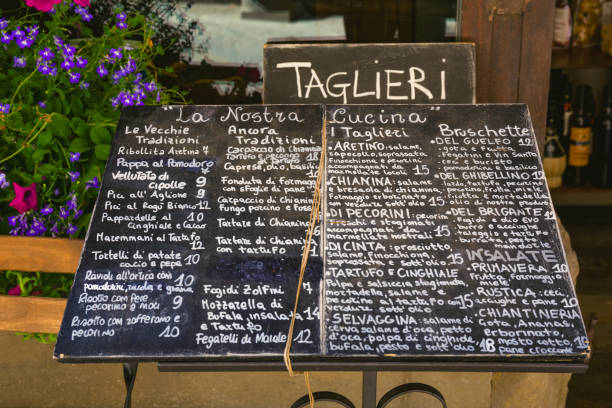 menü in arezzo, toskana, italien - italienische küchen dekor stock-fotos und bilder