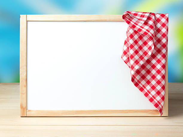 Menu recipe cafe white board background picnic cloth. – Foto