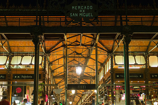 Mercado de San Miguel in Madrid at night – Foto