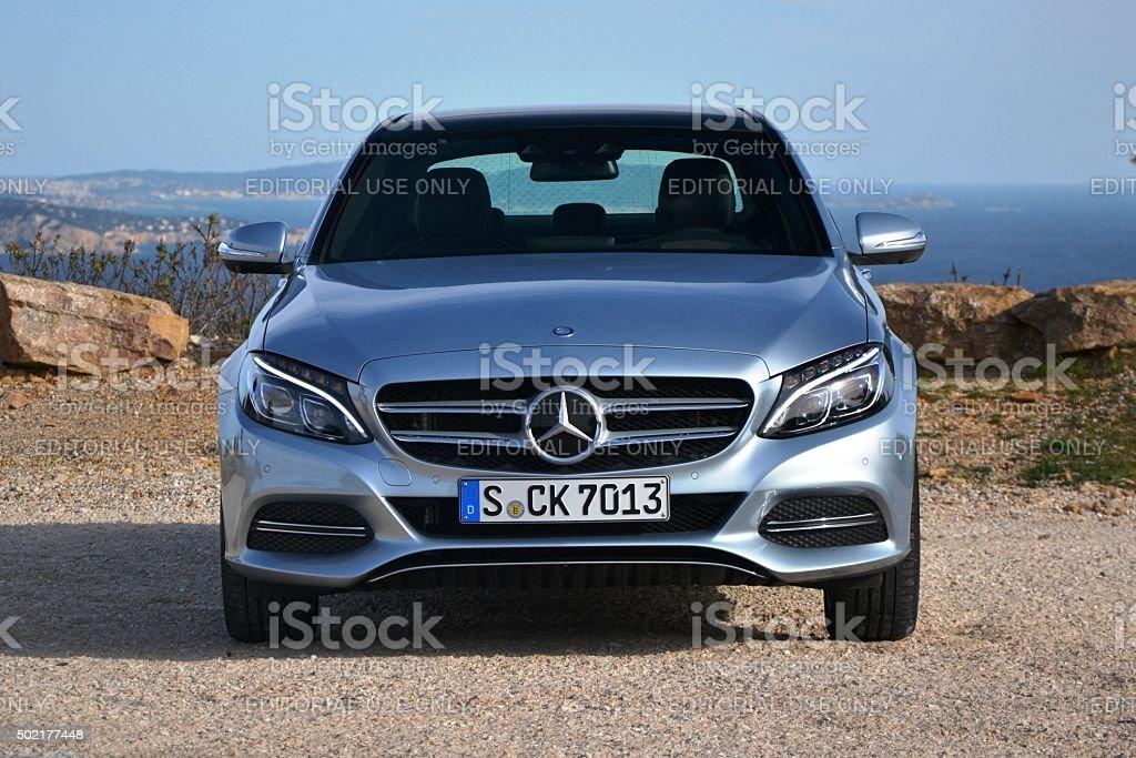 Mercedes C-Klasse auf der Straße angehalten – Foto