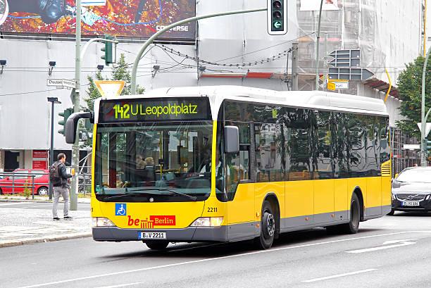 mercedes-benz o530 citaro le - berlin express stock-fotos und bilder