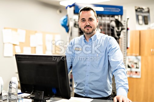 A Mechanics with merchandiser checking products availibility