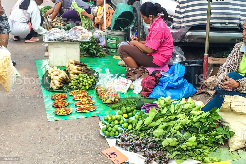 Merchants sell vegetable  at street food. foto royalty-free