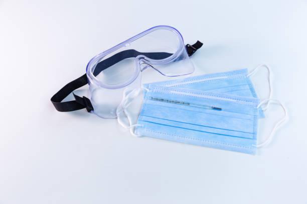 Termómetros de mercurio en gafas y máscaras - foto de stock