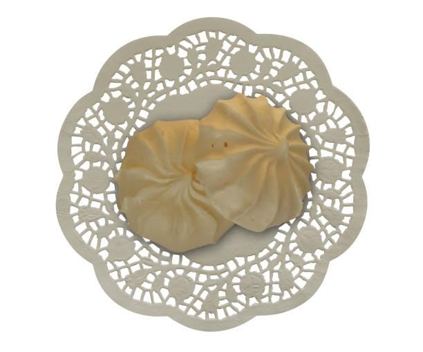 merengues auf der serviette - spitzenkekse stock-fotos und bilder