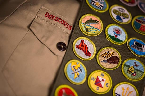 mérito tarjetas en boy scout uniforme - boy scout fotografías e imágenes de stock