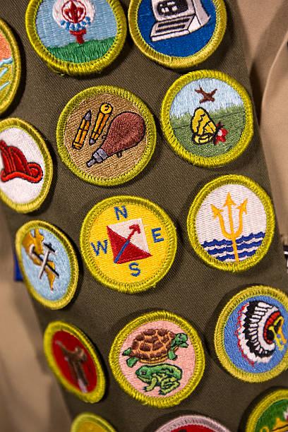 mérito tarjetas en scout uniforme - boy scout fotografías e imágenes de stock