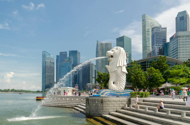 Singapore - May 5 : Merlion statue fountain with tourist in Merlion Park at Day light summer on May 5, 2017. Singapore - May 5 : Merlion statue fountain with tourist in Merlion Park at Day light summer on May 5, 2017. Merlion fountain is one of the most famous tourist attraction in Singapore. merlion statue stock pictures, royalty-free photos & images