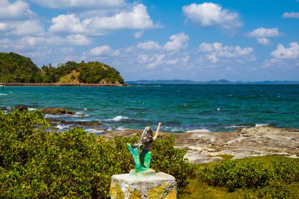 mermaid on the coast of the island of the friars - carlosanchezpereyra fotografías e imágenes de stock