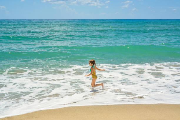 mermaid'n - meerjungfrau wellen stock-fotos und bilder