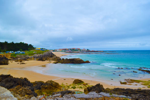 Meron beach (playa de Meron) in San Vicente de la Barquera, Cantabria, Spain Meron beach (playa de Meron) in San Vicente de la Barquera, Cantabria, Spain cantabria stock pictures, royalty-free photos & images