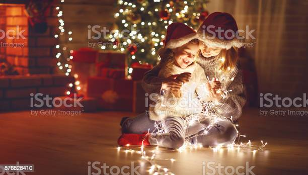Merry christmas mother and child daughter with glowing garland near picture id876828410?b=1&k=6&m=876828410&s=612x612&h=h 2skthyt8fllgwnb4iicei1c0np2udbhxuktfbklv8=