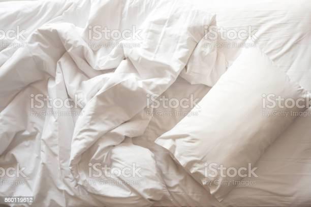 Messy bed white pillow with blanket on bed unmade top view picture id860119612?b=1&k=6&m=860119612&s=612x612&h=4 jj0hlyqmpnu6kbm4ylse3ju9jtfcavhnsk0zcv8tu=